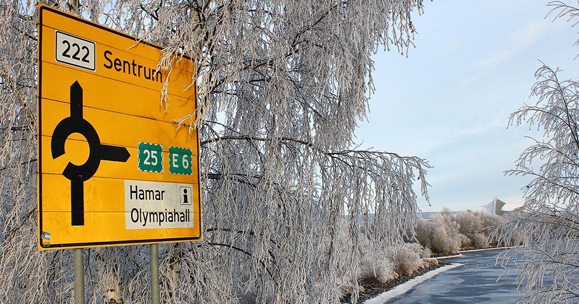 Skilt ved rundkjøring i Åkersvika i Hamar